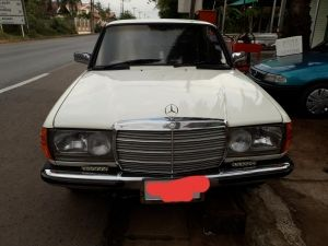 Mercedes-Benz E230 2.3AT